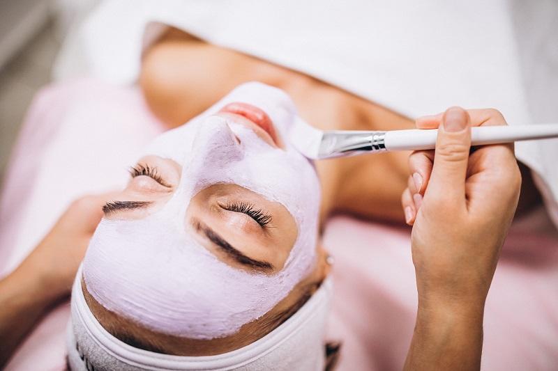 Quali sono le caratteristiche essenziali che dovrebbe avere una maschera viso?